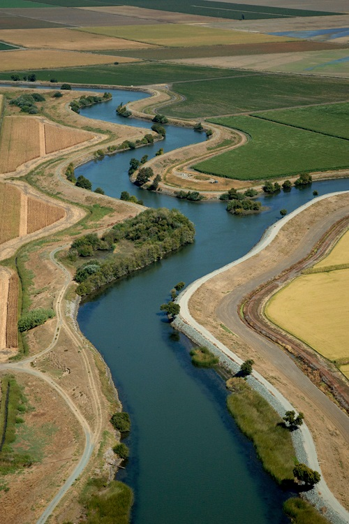 Farmland and waterways in the Sacramento-San Joaquin Delta. DWR/2009