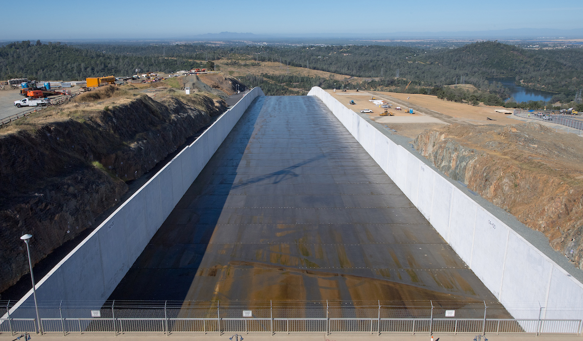 A view of the Lake Oroville main spillway in Butte County, California. The spillway gates are designed with seals to minimize leakage around the edges of the gate. This modest leakage is beneficial with respect to reducing friction when the gates are operated.