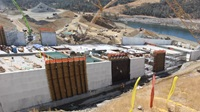 image of construction of the main Oroville spillway