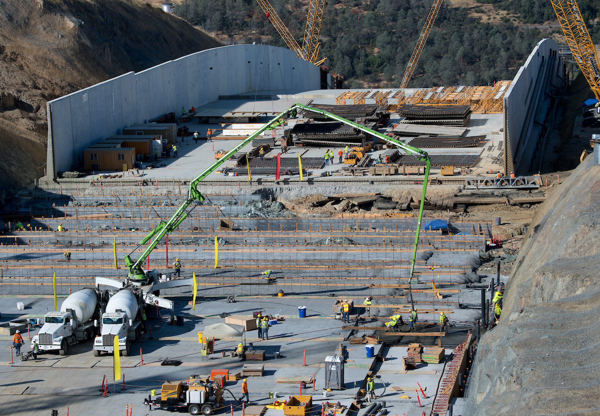 Leveling concrete is pumped onto a section of the upper chute of the Lake Oroville main spillway.
